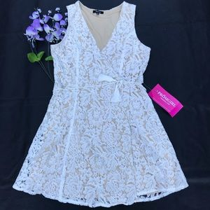 Verty Womens lace dress Size L Opened In Front